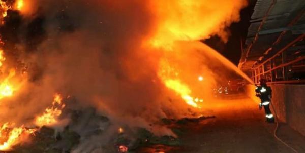 آتش سوزی در یک مجتمع تجاری در خیابان جمهوری تهران