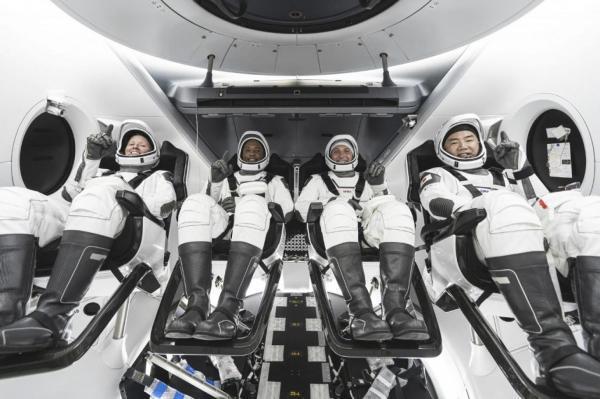 ماهیچه های انسان در فضا آب می گردد؟!