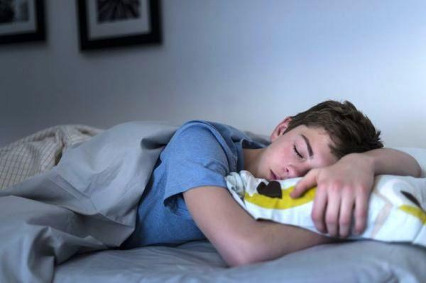 اندازه خواب لازم برای انسان ها در سنین مختلف