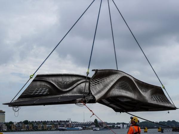 اولین پل فلزی چاپ سه بعدی دنیا در آمستردام هلند افتتاح شد